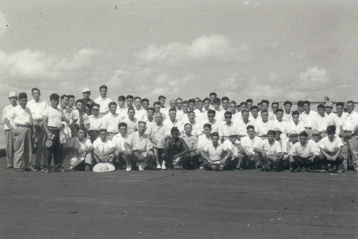A large group of employees of the Fujita Salvage Company in 1959.