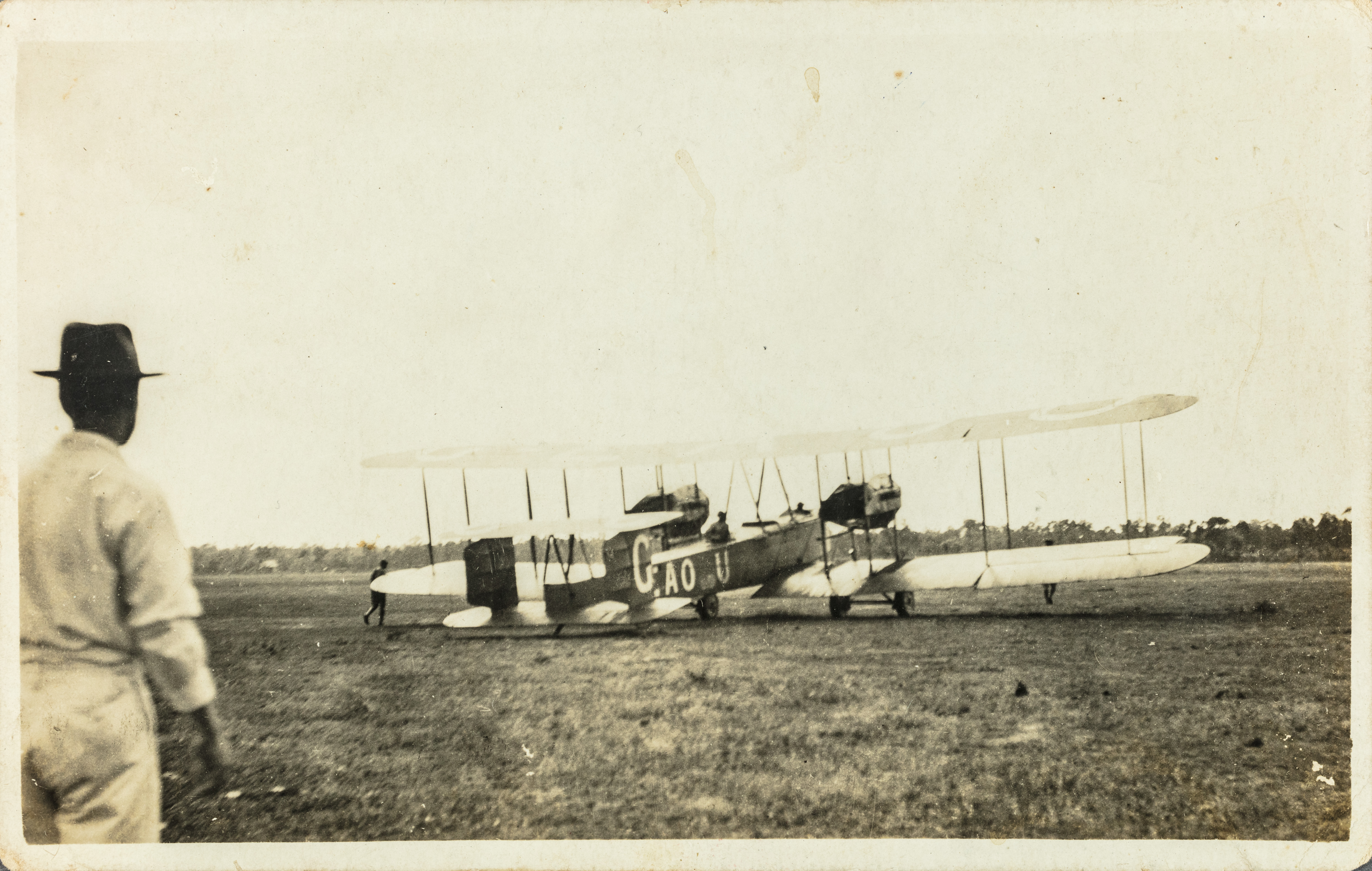 The Smith Brothers' Vickers Vimy aircraft in Darwin in 1919