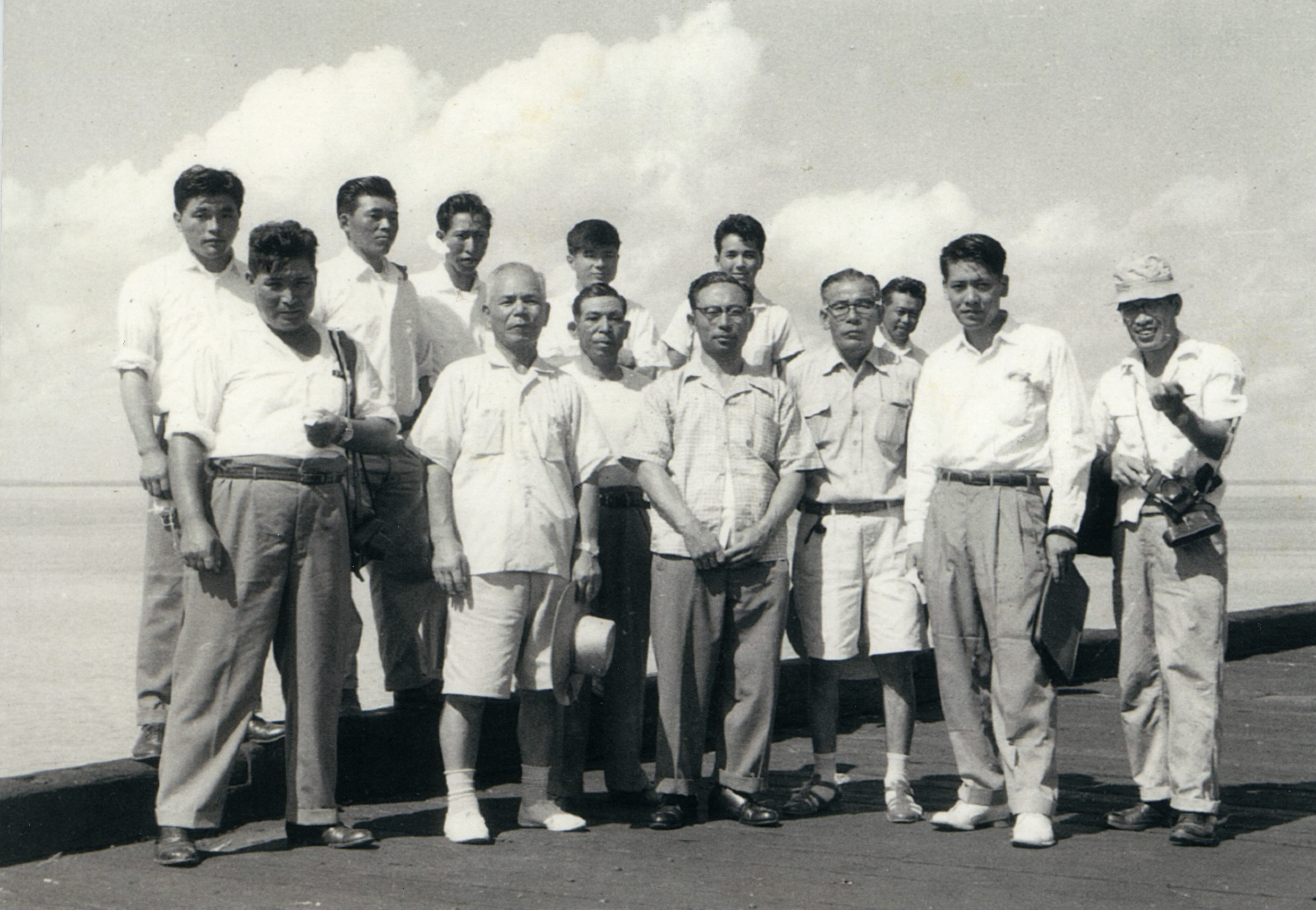 A group of employees of the Fujita Salvage Company in 1960.